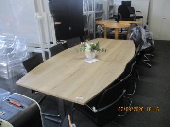 tonvormige tafel